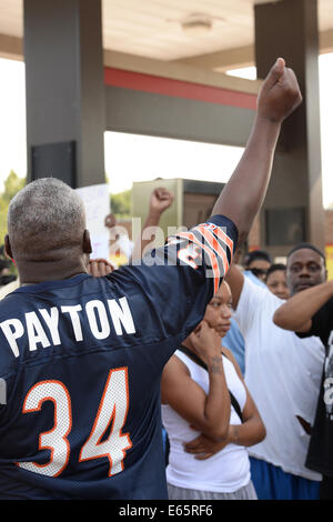 Ferguson, Mo., US. 15th Aug, 2014. Man at the site of destroyed Quick Trip reacts to Police Chief Thomas Jackson release of the name of the officer that shot Michael Brown. Credit:  Gino's Premium Images/Alamy Live News