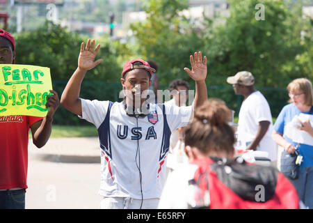 Ferguson, Mo., US. 15th Aug, 2014. Demonstrators at the Site of destroyed Quick Trip react after Police Chief Thomas Jackson release of the name of the officer that shot Michael Brown. Credit:  Gino's Premium Images/Alamy Live News