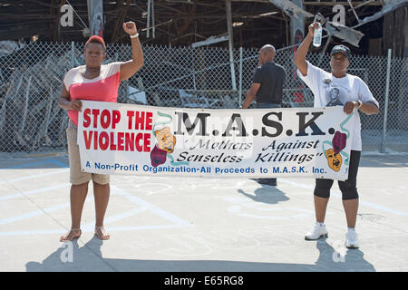 Ferguson, Mo., US. 15th Aug, 2014. Women at the Site of destroyed Quick Trip Hold sign after Police Chief Thomas Jackson release of the name of the officer that shot Michael Brown. Credit:  Gino's Premium Images/Alamy Live News