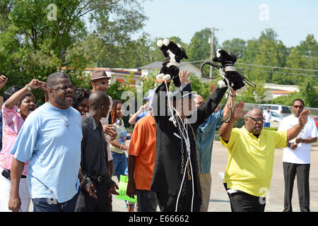Ferguson, MO, USA. August 15, 2014. Demonstrators at the site of destroyed Quick Trip react after Police Chief Thomas Jackson release of the name of the officer that shot Michael Brown.