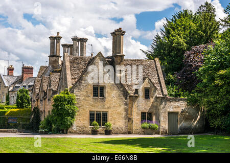 Period houses, Cecilly Hill, at the entrance to Cirencester Park, Cotswolds, Gloucestershire, England, UK. - Stock Photo