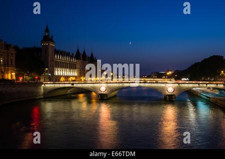 The Pont au Change, bridge over river Seine and the Conciergerie at dusk, Paris, France - Stock Photo