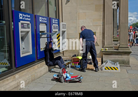 Engineers working on a Royal Bank of Scotland ATM on Princes Street, Edinburgh, Scotland, UK. - Stock Photo