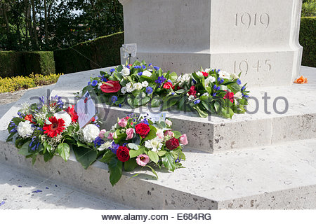 Wreaths laid at Wadhurst War Memorial to mark the 100th anniversary of the start of world war one - Stock Photo