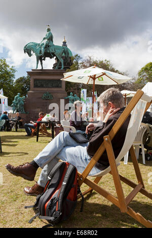Edinburgh, Scotland, UK. 18th Aug, 2014. Visitors some sunshine at the Edinburgh International Book Festival 2014. - Stock Photo