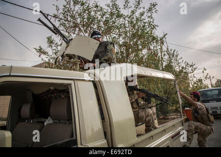 Makhmour, Northern Iraq. 18th Aug, 2014. Peshmerga soldiers leave the DPK Peshmerga base for the frontlines. Makhmour - Stock Photo
