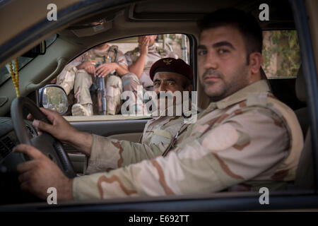 Makhmour, Northern Iraq. 18th Aug, 2014. A Peshmerga officer leaves the DPK Peshmerga base for the frontlines. Makhmour - Stock Photo