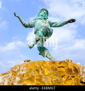 Skegness, Lincolnshire, England. A fountain topped with a bronze statue of the 'Jolly Fisherman' - a Skegness character. - Stock Photo