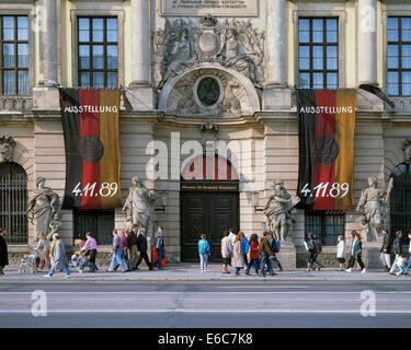 Menschen vor dem Zeughaus Unter den Linden, Museum fuer Deutsche Geschichte, Deutsche Nationalflaggen, Ausstellung - Stock Photo