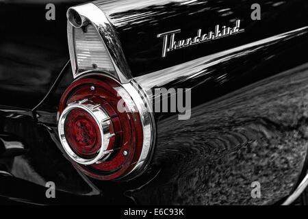 1956 Ford Thunderbird Convertabile Roadster. Detail rear fender - Stock Photo