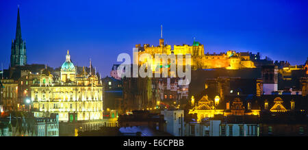 Edinburgh at night. The Castle, the Mound, Bank of Scotland. Illuminated - Stock Photo
