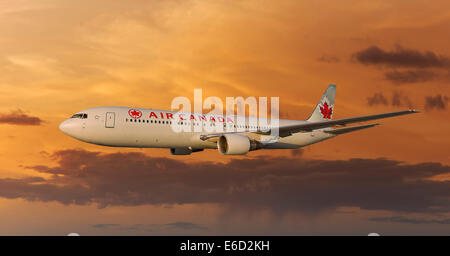 Air Canada Boeing 767-333 ER in flight at night - Stock Photo