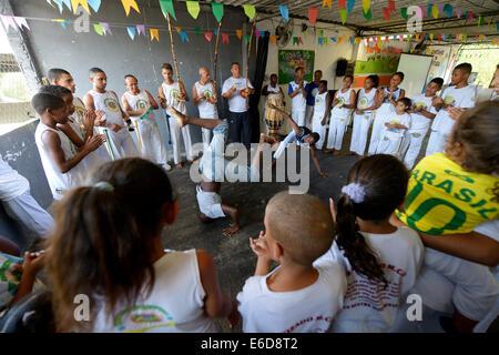 Brazil, Rio de Janeiro, Favela Mangueirinha, teenagers performing Capoeira in a social project - Stock Photo