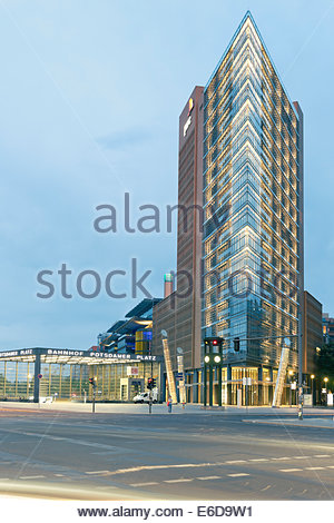 Germany, Berlin, reconstructed historic traffic light in front of facade high-rise building at Potsdam Square - Stock Photo