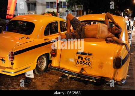 INDIA West Bengal, Kolkata, yellow cab HM Ambassador, the car is still produced new at Hindmotor factory after license - Stock Photo
