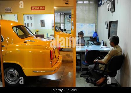 INDIA West Bengal, Kolkata, Austin Car Dealer in Nehru Road sell HM Ambassador, the car based on Oxford Morris is - Stock Photo