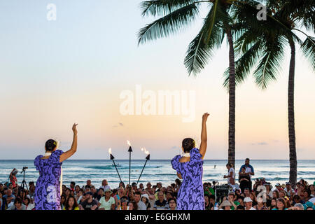 Hawaii Hawaiian Honolulu Waikiki Beach Kuhio Beach Park Hyatt Regency Hula Show free event audience watching Pacific - Stock Photo