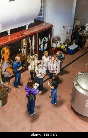 Visitors sample a variety of wines while on tour of the Lakeridge Winery & Vineyards in Clermont, Florida - Stock Photo