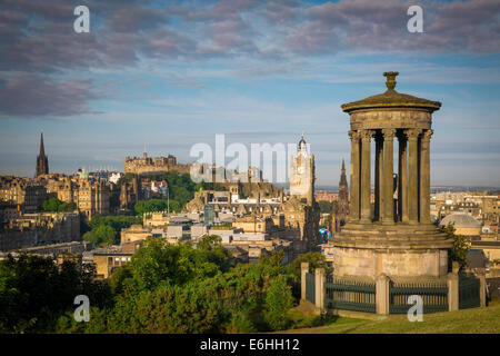 Early morning at Dugald Stewart Monument - view from Calton Hill over Edinburgh, Scotland - Stock Photo