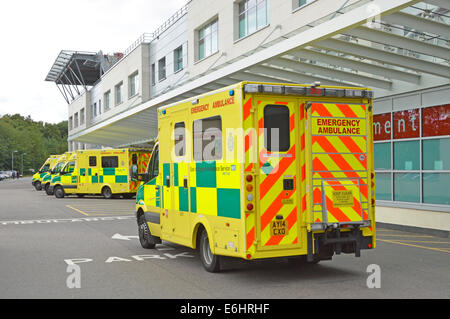 Ambulance arriving at Broomfield Hospital Accident and Emergency department with part of Heli port on roof top left - Stock Photo