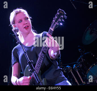 Misty Miller live at the Manchester Academy 17/11/2003 supporting Television, England, UK - Stock Photo