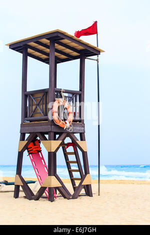 Lifeguard hut on mexican coast in Playa del Carmen - Stock Photo