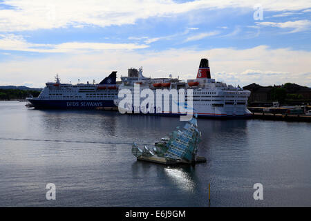 Since May 2010 in the harbor basin Bjorvika lies a sculpture of steel and glass with the name Hun ligger (engl. - Stock Photo