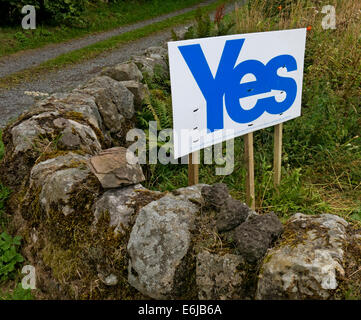 Yes to Scottish independence sign at Carlophill farm, Carlops, Scottish Borders, Scotland September 2014 - Stock Photo