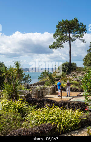 Pinecliff Gardens, Canford Cliffs, Poole, Dorset, UK - Stock Photo
