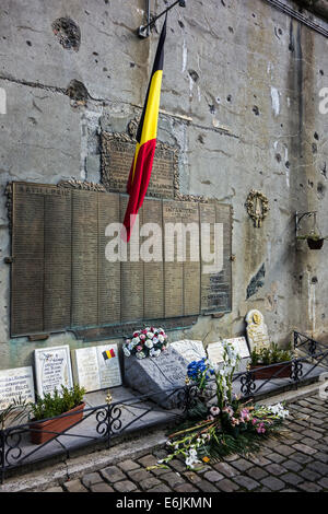 Commemorative plaque on bullet-scarred wall in the Fort de Loncin, destroyed during World War I in the Battle of - Stock Photo