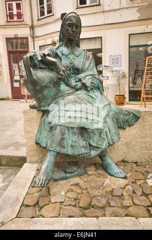 EUROPE, PORTUGAL, Coimbra, Rua de Quebra Costas, statue of woman carrying pitcher of water - Stock Photo