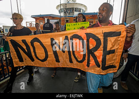 Staten Island, NY - Thousands marched through Stapleton, to protest  killing of Eric Garner and call an end to police - Stock Photo