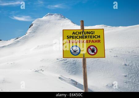Warning sign, 'Achtung Speicherteich, Lebensgefahr' or 'Warning, reservoir, danger to life', Zauchensee, Pongau, - Stock Photo