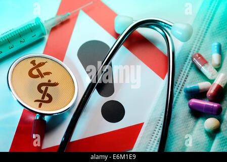 Stethoskop mit zerbrochenem Äskulapstab, Spritze, Tabletten und Warnschild, Symbolfoto medizinischer Behandlungsfehler - Stock Photo