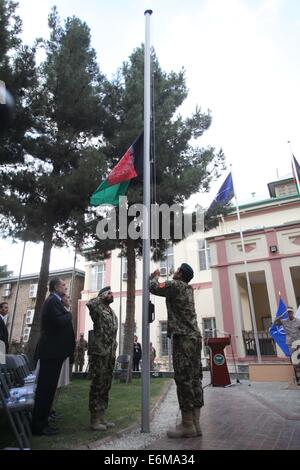 Kabul, Afghanistan. 26th Aug, 2014. Afghan soldiers rise the Afghanistan flag during a change of command ceremony - Stock Photo