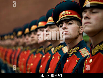 Russian military honor guard welcomes U.S. Navy Adm. Mike Mullen during a wreath-laying ceremony at the Tomb of - Stock Photo
