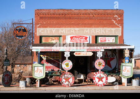 Old Route 66 general store in Erick Oklahoma - Stock Photo
