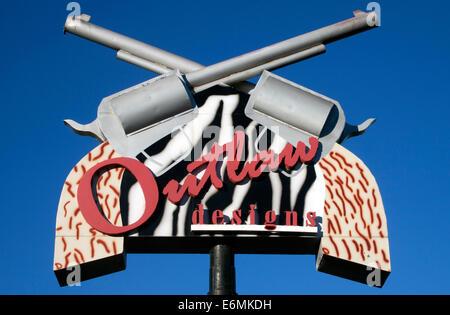 Outlaw Designs Gun sign in Elk City Oklahoma - Stock Photo