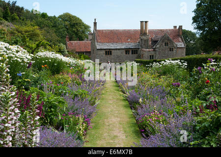 The double herbaceous border at Mottistone Manor on the Isle of Wight. - Stock Photo