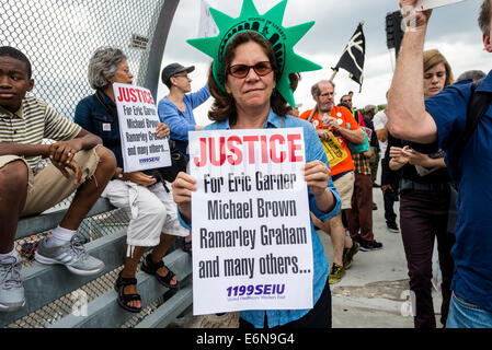 Staten Island, NY - Thousands marched through Stapleton, SI to protest the killing of Eric Garner and call an end - Stock Photo