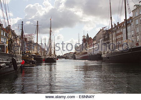 Nyhavn a 17th century harbour and waterfront district in Copenhagen, Denmark constructed between 1670 and 1673 by - Stock Photo