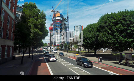 High Rise exclusive apartment building under construction on City Road  London EC1  UK  KATHY DEWITT - Stock Photo