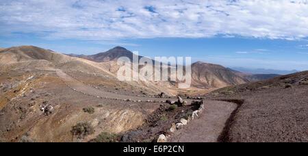Fuerteventura - pilgrims way at the Montana Cardon