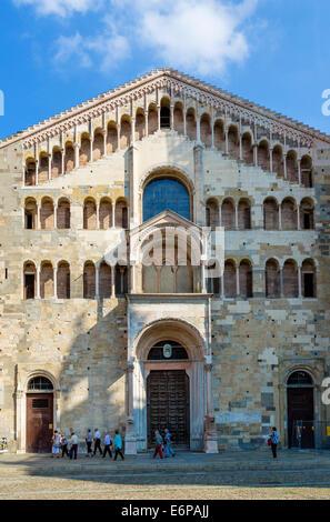 The western facade of the Duomo, Piazza Duomo, Parma, Emilia Romagna, Italy - Stock Photo
