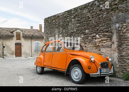 Orange Citroën 2CV, Grignan, Département Drôme, Rhône-Alpes, Provence, France - Stock Photo