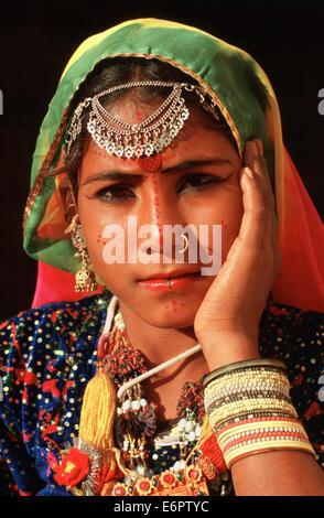Hindu girl traditionally dressed at the time of the Diwali festival. She belongs to a low caste living in the Thar - Stock Photo