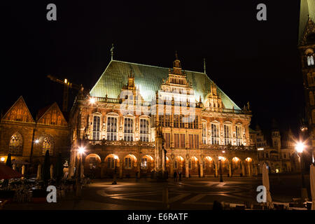 Night view of the Markt, Bremen showing the Rathaus and the Dom of St Petri. - Stock Photo