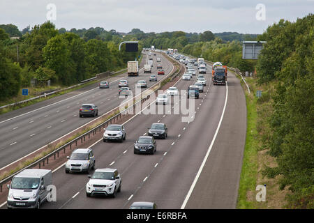 Banbury, Oxfordshire, UK. 29th Aug, 2014. Traffic delays on M40 Motorway after accident between Junctions 11 Banbury - Stock Photo
