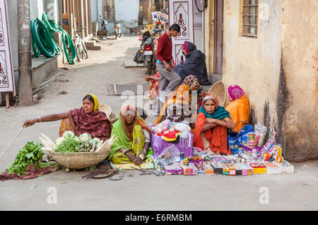 Local women dressed in saris sit by the roadside selling vegetables, hardware and bric-a-brac, Deogarh, Rajasthan, - Stock Photo