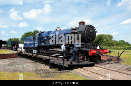 Great Western Railway King Edward II steam engine 6023 being turned on the turntable at Didcot Railway Centre - Stock Photo
